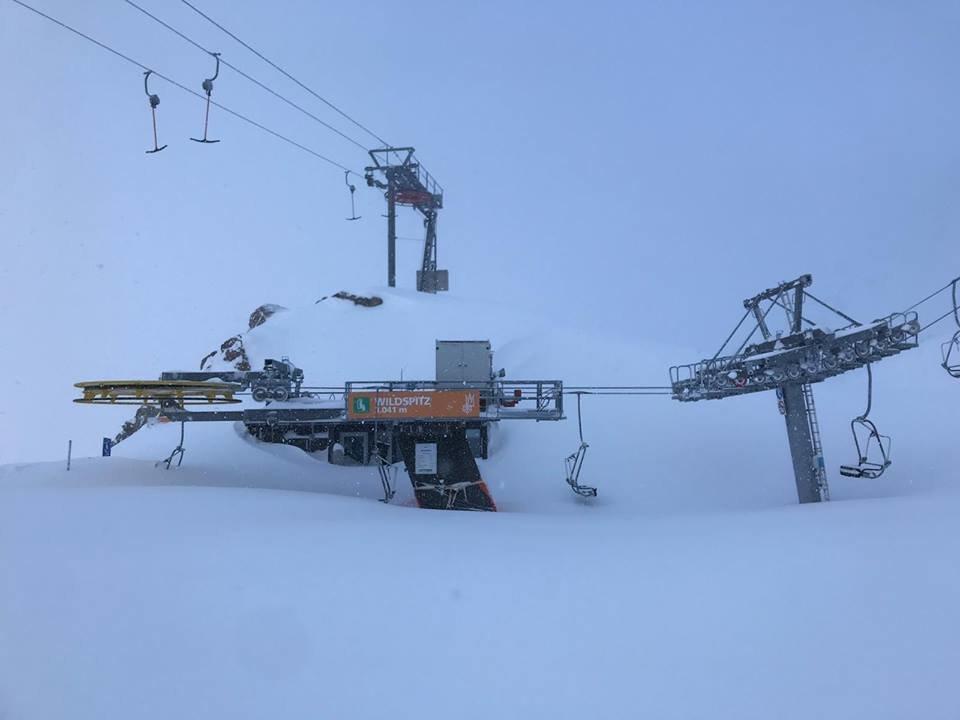 Zasněžená lanovka na Stubai - © Facebook Stubaier Gletscher