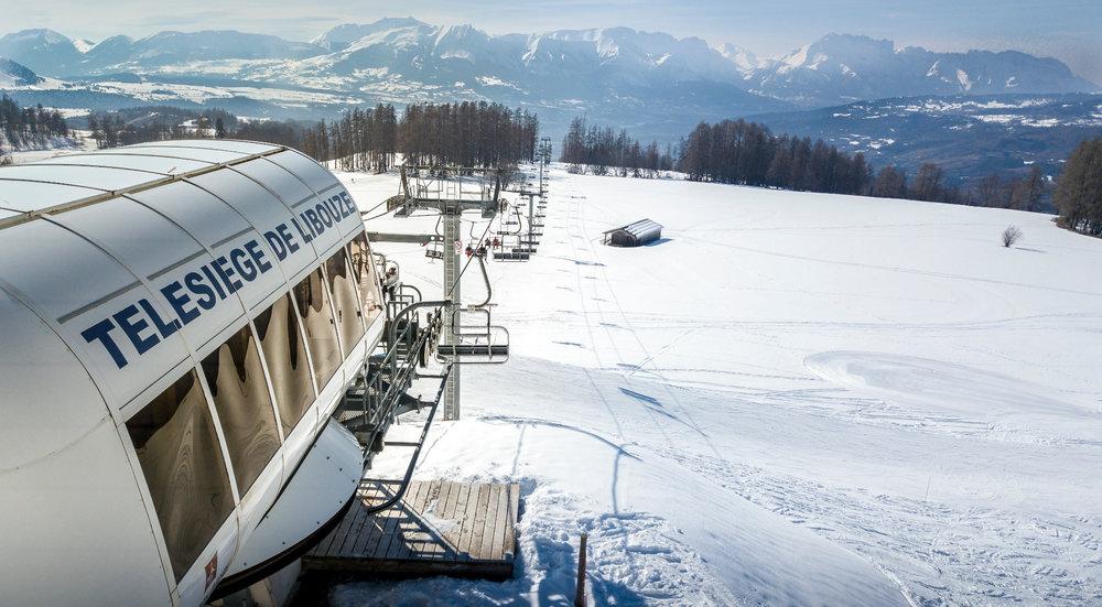 Vue depuis le sommet du télésiège de Libouze, sur le domaine skiable de Saint Léger les Mélèzes (Champsaur, Hautes-Alpes) - © Office de Tourisme du Champsaur