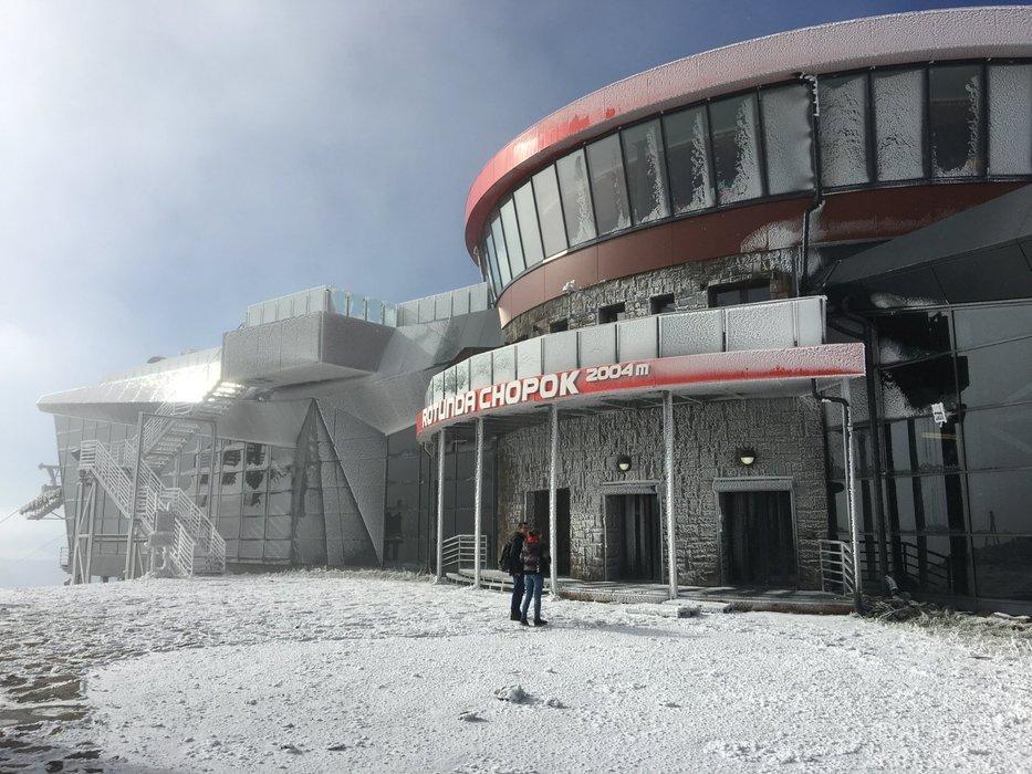 Čerstvý sníh na Chopku - 4. říjen 2019 - © TMR, a.s.