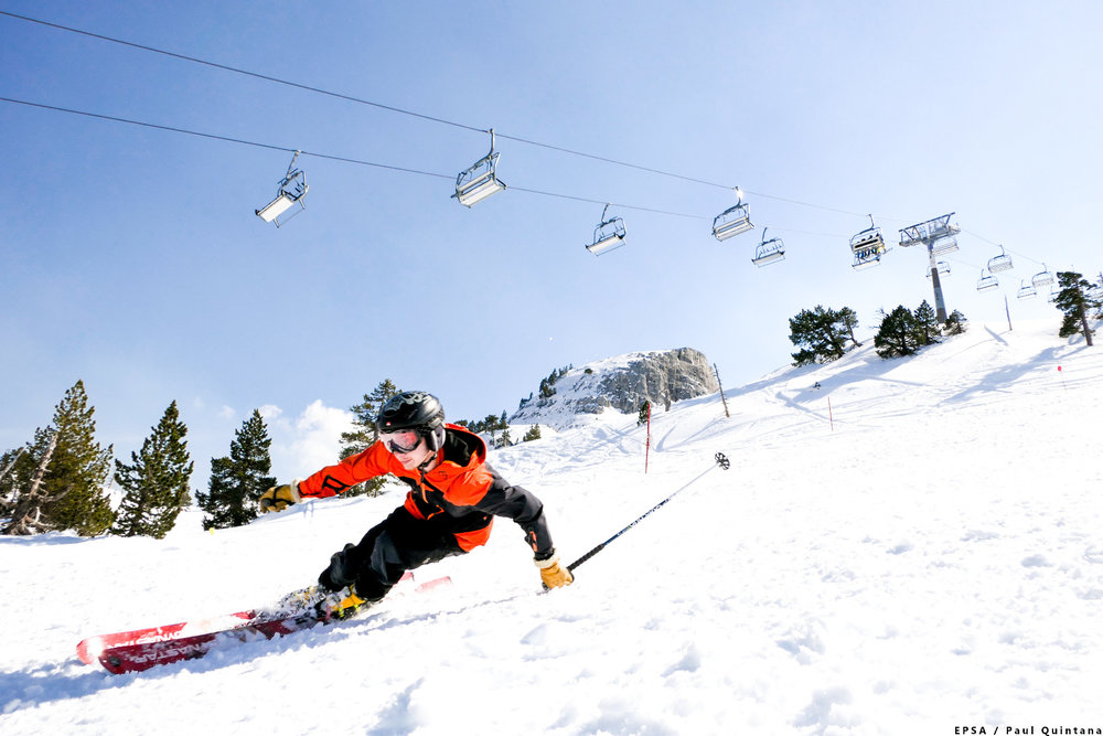 Conditions parfaites (neige fraîche et soleil généreux) sur les pistes de ski de la Pierre Saint Martin - © EPSA / Domaine de la Pierre Saint Martin