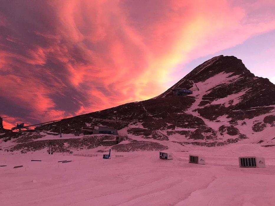 Východ slunce na Kitzsteinhornu (17.12.2019) - © facebook | Kitzsteinhorn