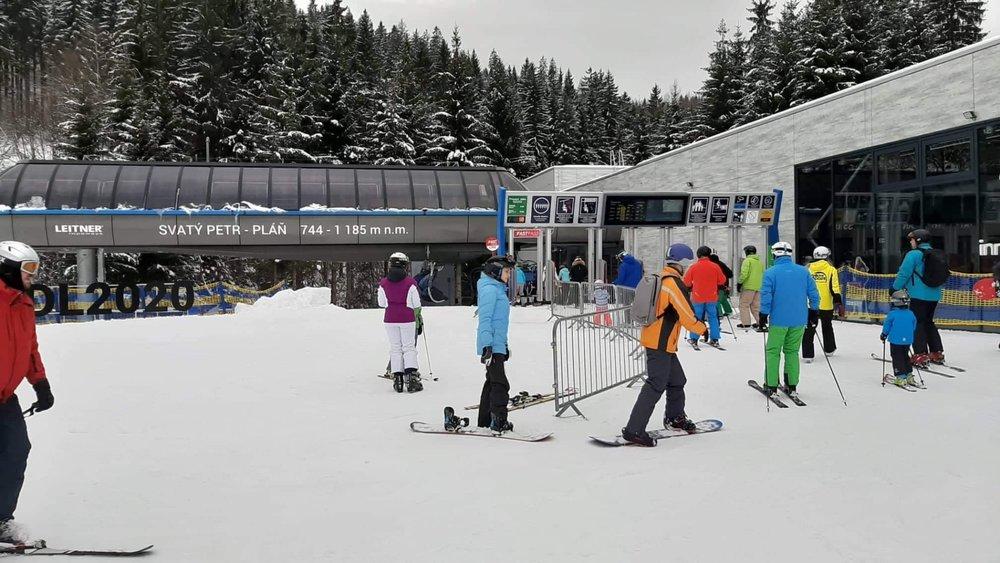 Lyžaři ve Skiareálu Špindlerův Mlýn - © facebook | Skiareál Špindlerův Mlýn