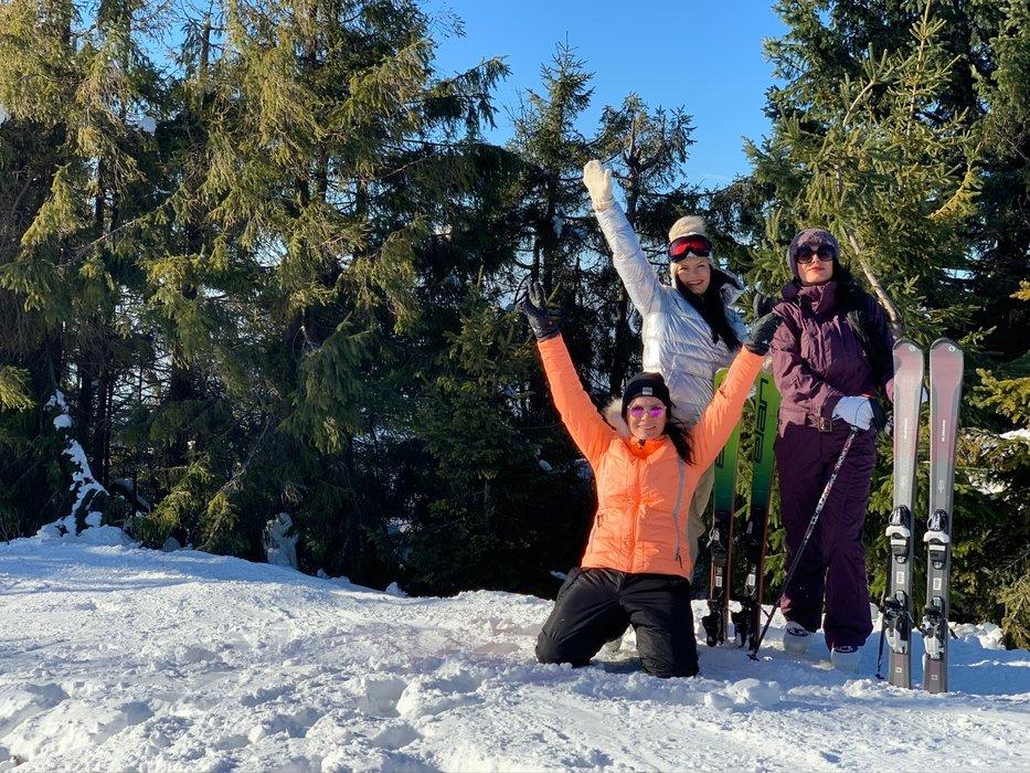 Či už ide o prvé oblúčiky alebo o zdokonalenie lyžiarskej techniky, oplatí sa využiť služieb skúsených lyžiarskych inštruktorov. - © Snowparadise Veľká Rača Oščadnica