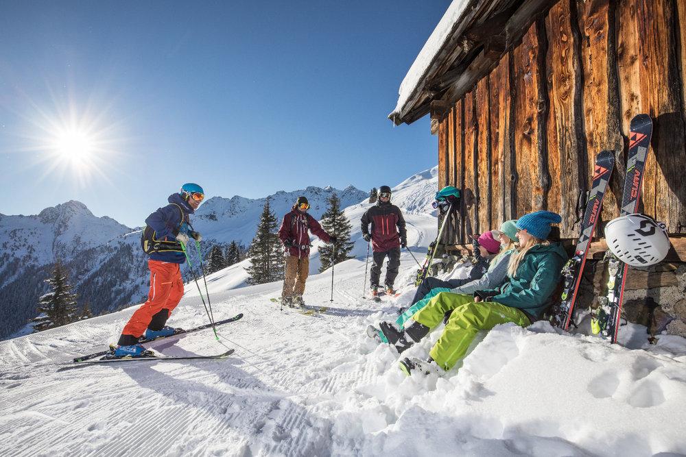 Skifahrer im Alpbachtal - © Ski Juwel Alpbachtal Wildschönau
