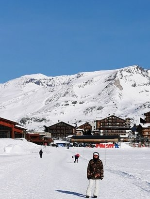 Tignes - Great conditions, had a little snow on Friday the 18th. Cold with sunshine - © Steven Palmer