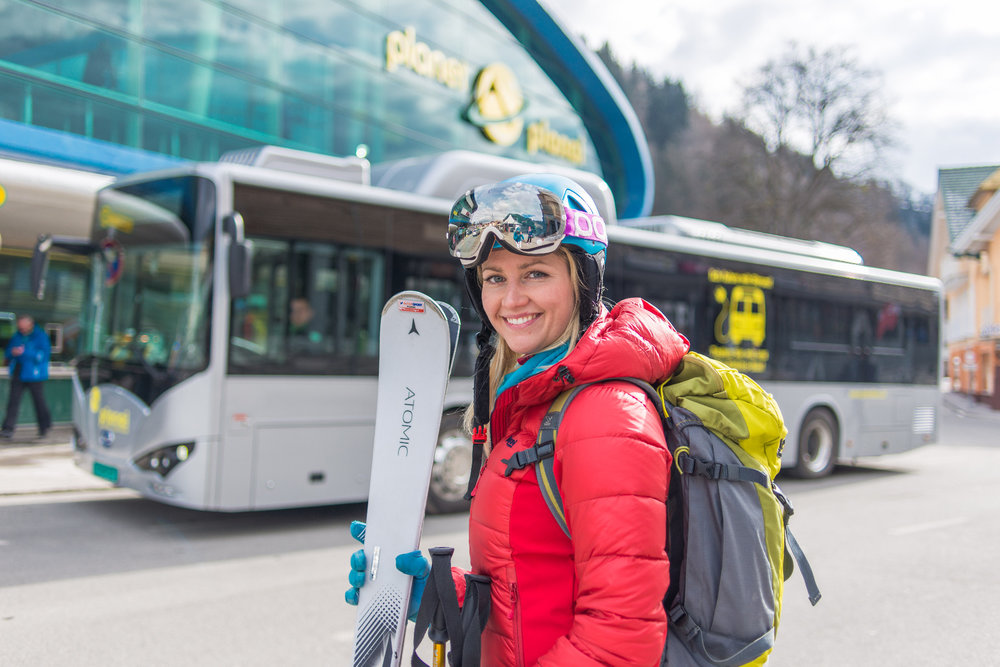 Skifahrerin an der Talstation der Planai in Schladming - © © Planai-Hochwurzen/Christine Höflehner