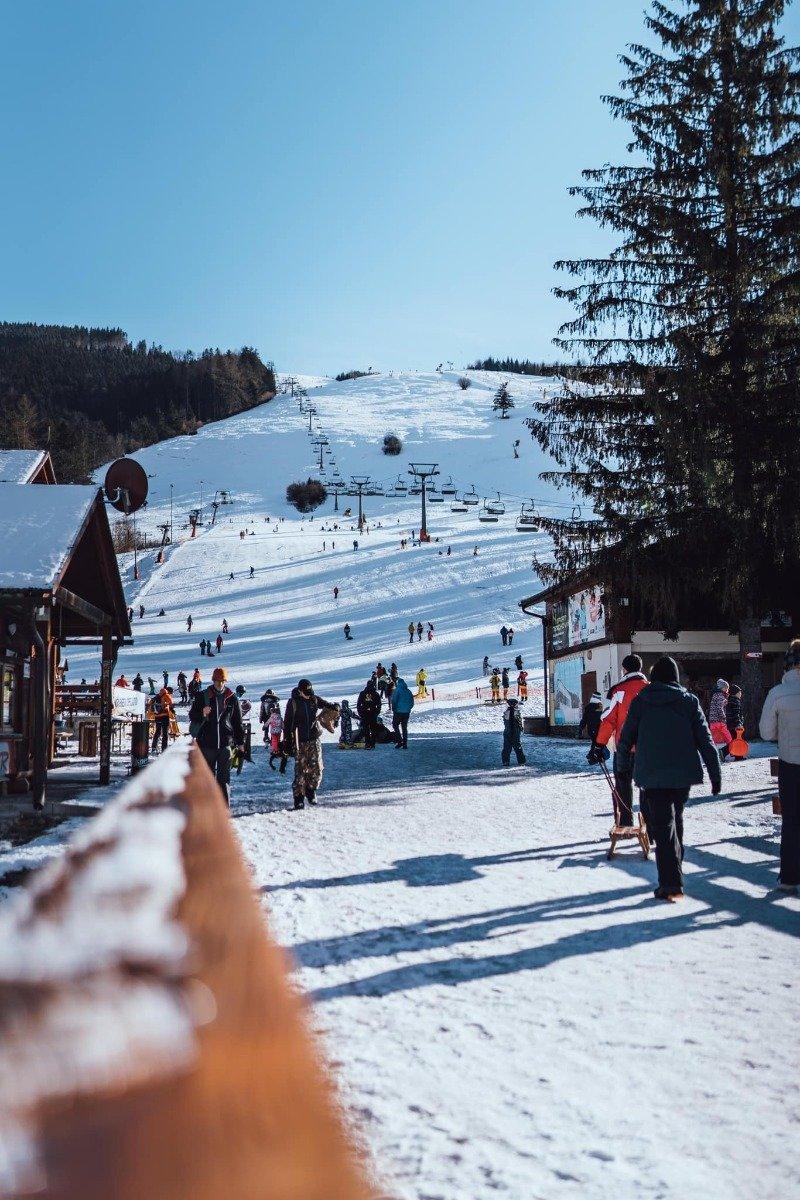 Pro lyžaře zavřeno, skialpinisté jsou vítáni - Vrátna Malá Fatra 1.2.2021 - © facebook | Vrátna Malá Fatra