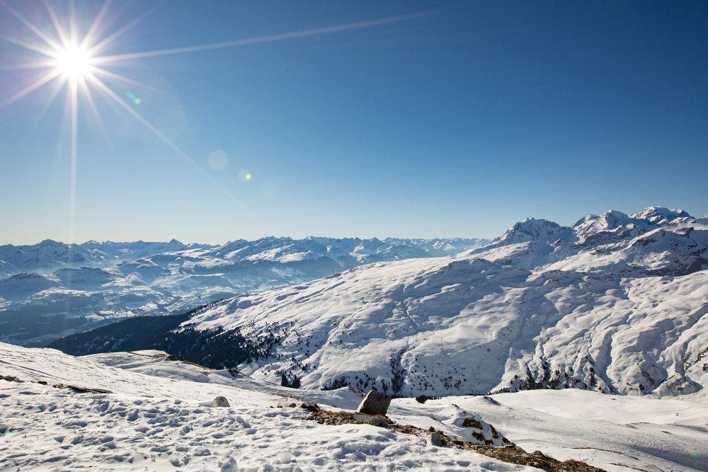 Kaiserwetter beim Besuch von Skiinfo in der zweiten Januarwoche in Flims Laax Falera - © Skiinfo | Sebastian Lindemeyer