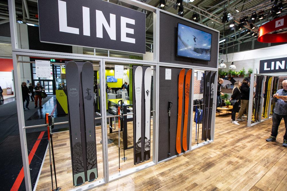 Am Stand von LINE auf der ISPO 2020 - © Skiinfo