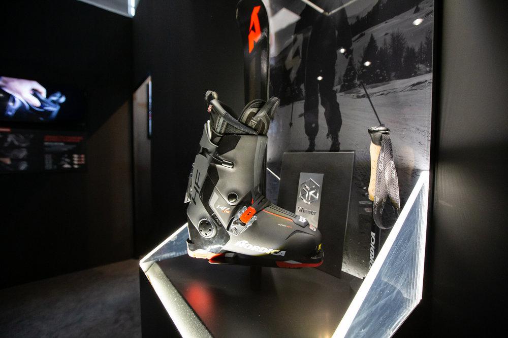 Novità: con l'HF Nordica ha costruito un comodo scarpone da sci, molto performante e che  può (quasi) essere indossato e tolto senza mani - © Skiinfo