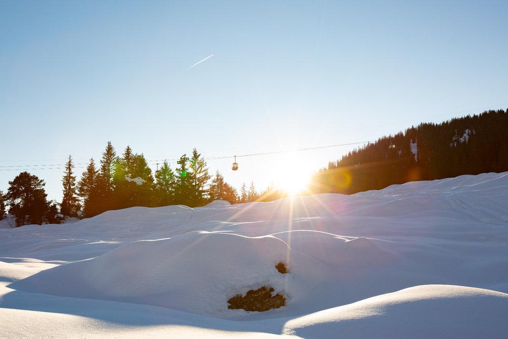 Letze Sonnenstrahlen auf der Talabfahrt nach Flims - © Skiinfo | Sebastian Lindemeyer