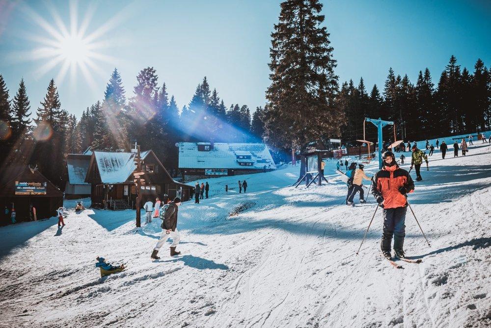 Modrá obloha a upravené zjazdovky vo Winterparku Martinky 3. januára 2020 - © facebook | Winter Park Martinky