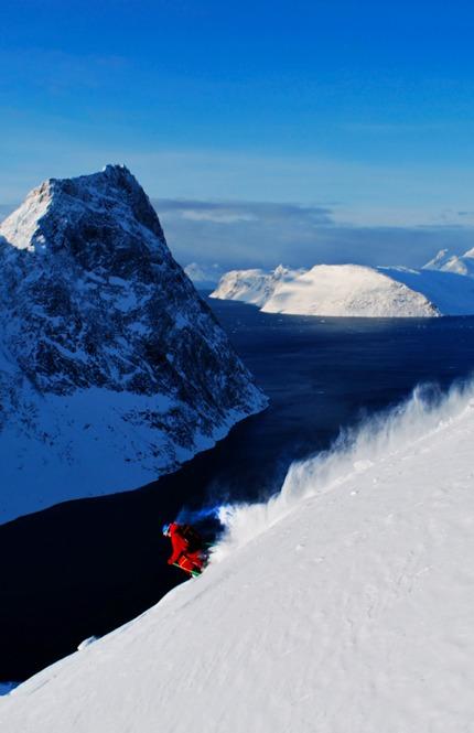 Tobias Hansen polar powder Grønland - © Jeppe Hansen / Surfline