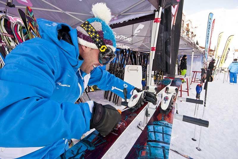 Pour le choix de votre paire de ski, n'hésitez pas à prendre conseils auprès d'un professionnel - © Val Thorens Officiel