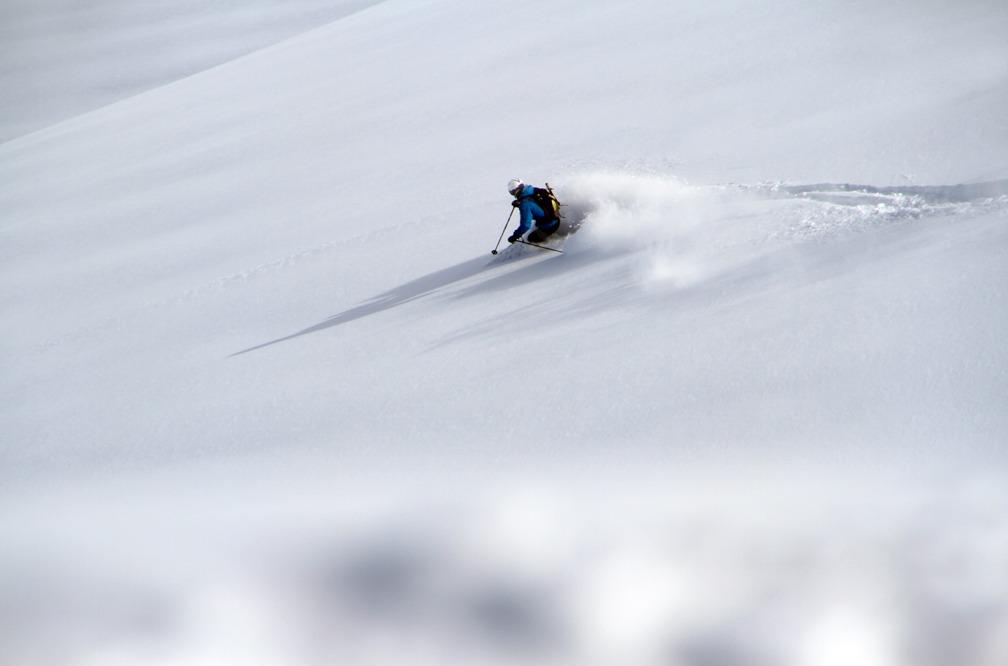 Jørgen Jørgensen kører pudder - © Jeppe Hansen, Surfline