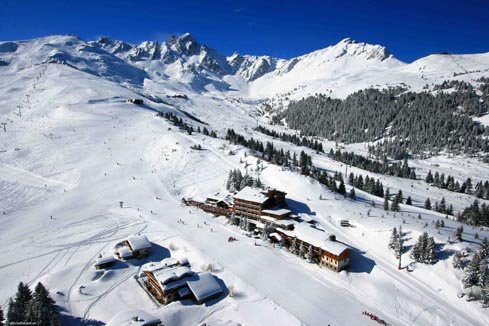 Looking down at Hotel Courcheneige - Bellecote piste, Courchevel - © Courcheneige