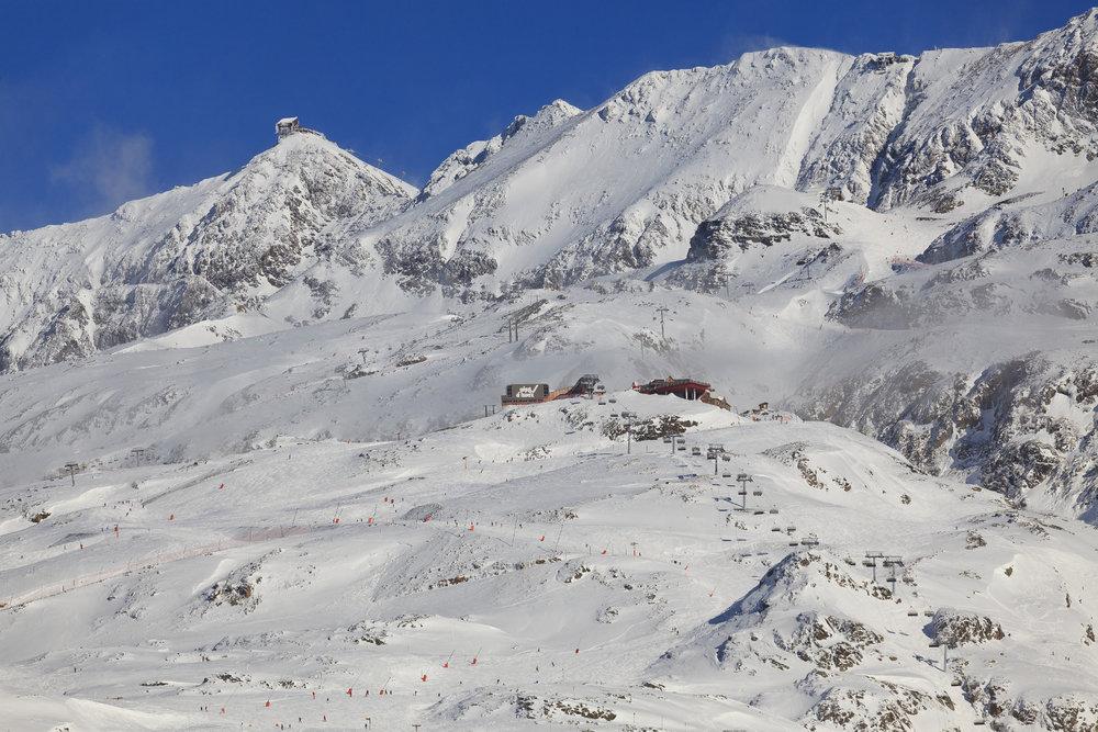 Vue sur le domaine skiable de l'Alpe d'Huez - © Laurent Salino / OT Alpe d'Huez