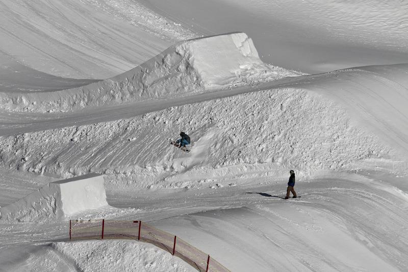 Mini Kicker neben dem großen Bruder, einem Super Kicker - © stefandrexl.com / Overview Gletscherbahnen Kaprun AG /Kitzsteinhorn