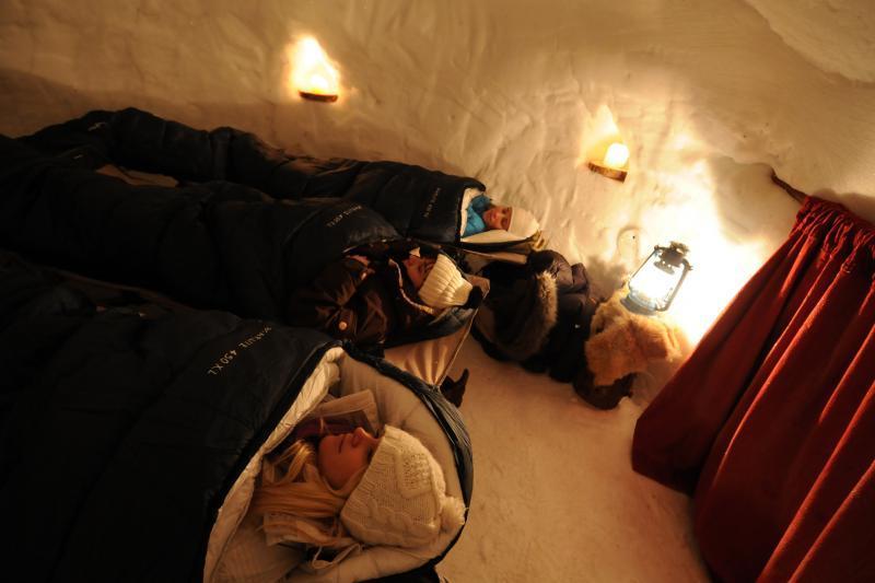 Nuit en igloo - © B. Koumanov / OT La Plagne