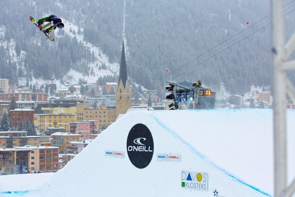 Freestyle snowboarder in Davos Klosters - © O'Neill Evolution 2013