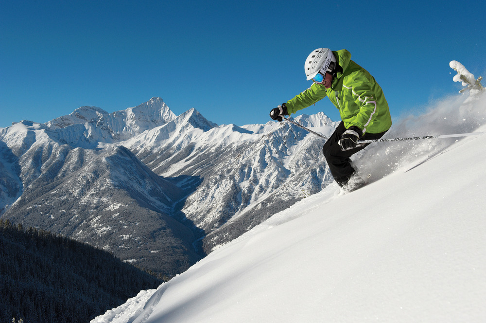 Skiing the Powder Highway, Canada - © Scott Rowed/Panorama