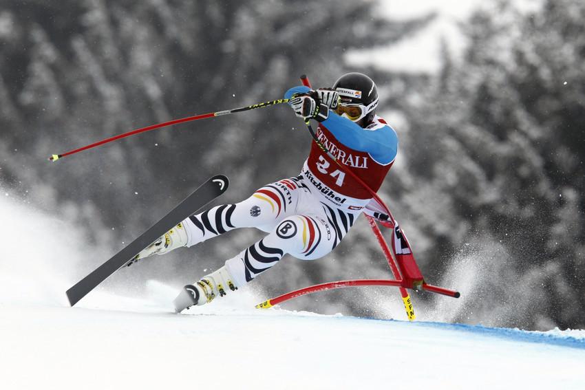 Stephan Keppler fährt nicht um, sondern in das Tor. Keppler kam als 19. ins Ziel, wurde beim Super-G aber disqualifiziert - © Christophe Pallot/Agence Zoom
