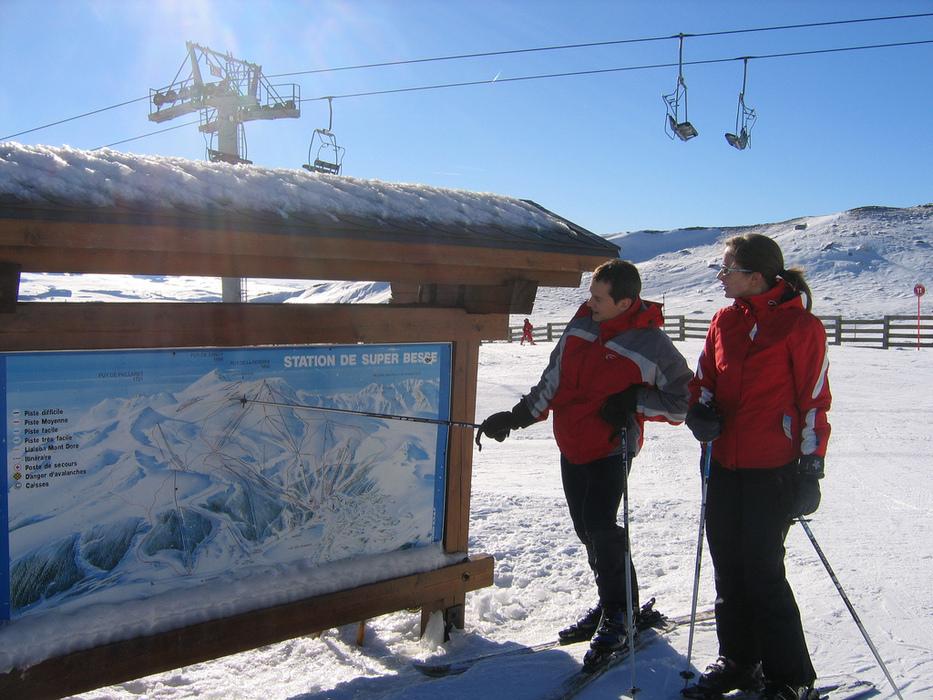 Skieurs sur le domaine skiable de Super Besse - © Massif du Sancy