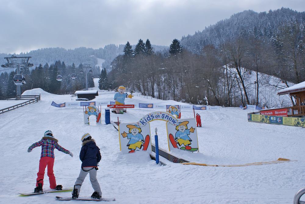 Der schnellste Einstieg in Garmisch Classic findet sich bei der Hausbergbahn, dort findet sich auch das Kinderland der Skischule - © Gernot Schweigkofler