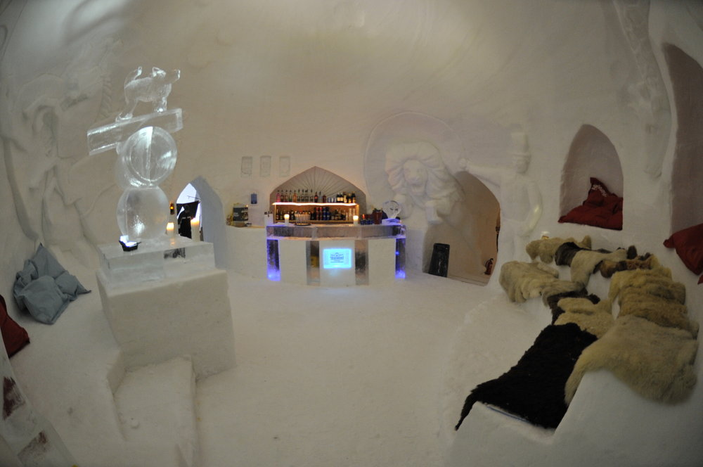 Bar at Iglu Dorf Gstaad - © Iglu Dorf GMBH
