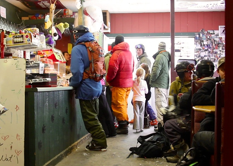 Thirsty skiers line up at the Grizzly Ridge Station in Bozeman. - ©OnTheSnow.com