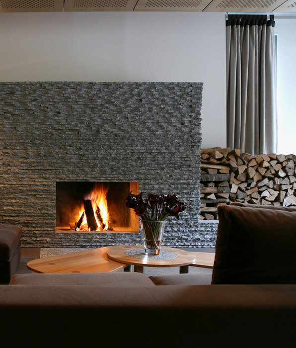 Relaxing by the fire after a meal at The Omnia - ©Bruno Augsburger/THE OMNIA, Zermatt