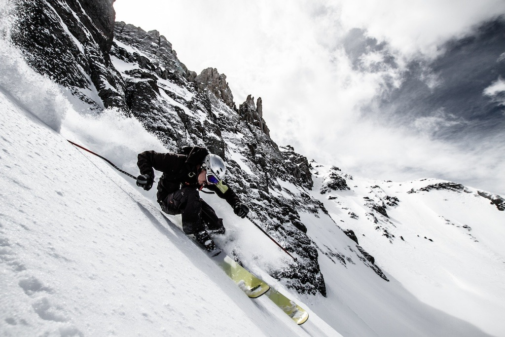 Herb Manning rips a steep line under Palmyra Peak. - ©Liam Doran
