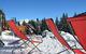 Pause détente en terrasse au pied des pistes de ski de Crest Voland - © Office de tourisme du Val d'Arly