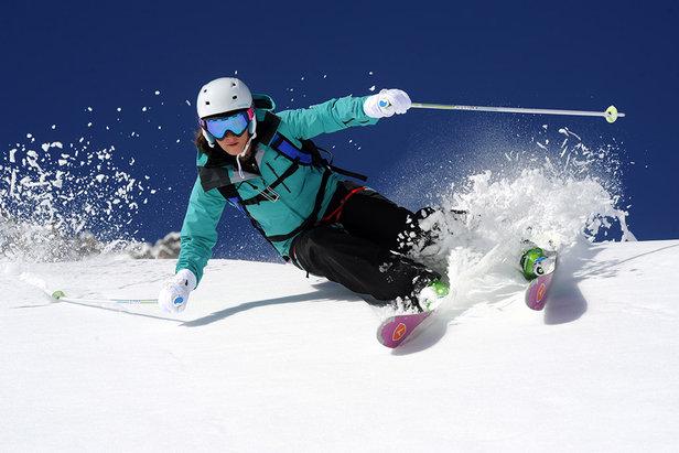 Sci all mountain, sempre performanti su tutti i tipi di neve e in ogni condizione