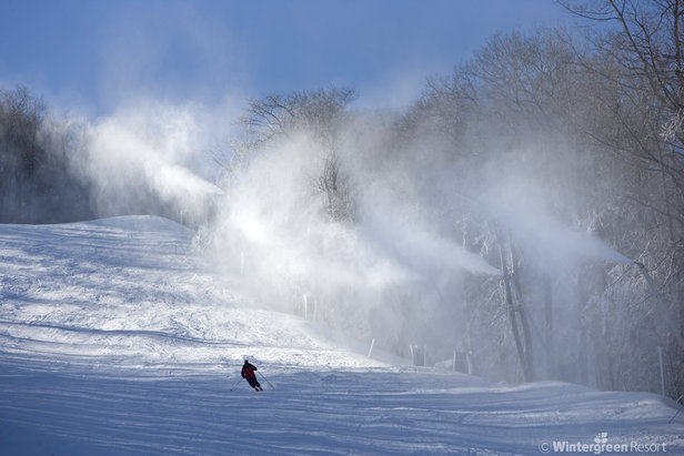 A skier gets fresh turns in new snowmaking at Wintergreen.