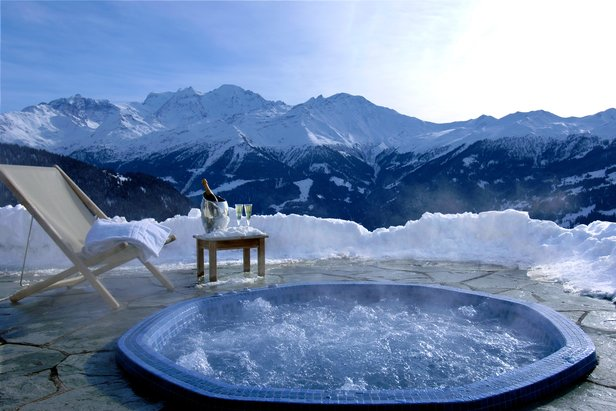 Luxury hot tubs with mountain views ©Septieme Ciel