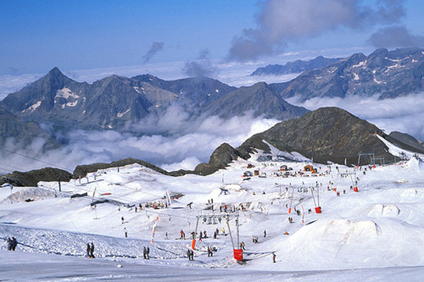 Summer ski resort: Mont-de-Lans Glacier, Les 2 Alpes.   - © Kathy Ribier