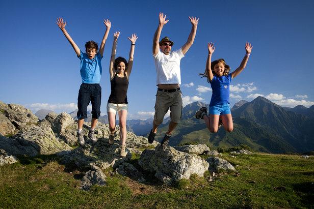 Cet été,  Hop! et les Hautes-Pyrénées mettent à la portée de tous les parisiens et de leurs voisins des formules de vacances d'été inédites, tout compris et à prix négociés.