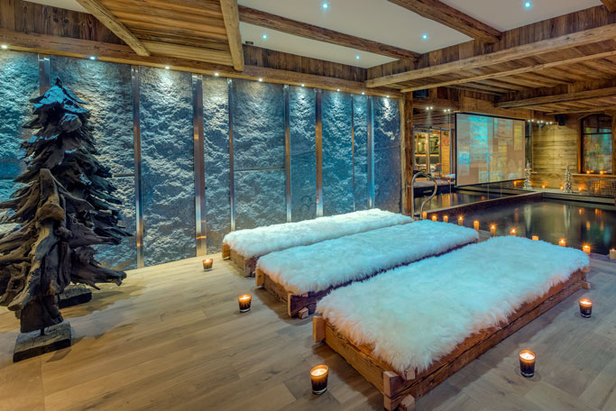 Pool with TV screen at Chalet Lhotse, Val d'Isere
