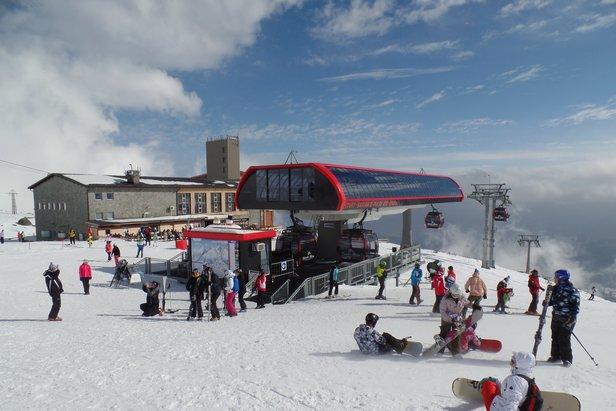 Tatranská Lomnica je druhé největší lyžařské středisko na Slovensku podle počtu lanovek a nabízí nejvýše položené upravované terény, nejdelší sjezdovku a největší převýšení na Slovensku.