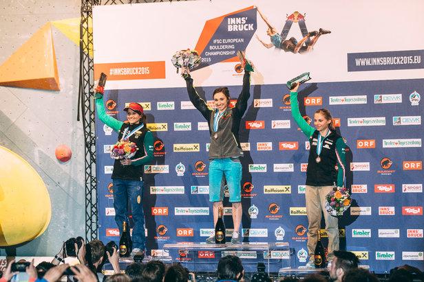 Siegerehrung in Innsbruck: Juliane Wurm gewann vor Anna Stöhr und Katha Saurwein