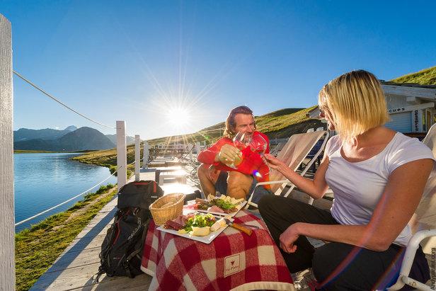 Instants magiques de détente au bord du Lac de l'Ouillette à quelques encablures de Val d'Isère