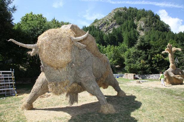 Concours de sculptures géantes de paille et de foin à Valloire - Skiinfo