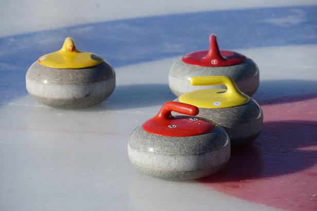 Pralognan-la-Vanoise est l'une des rares stations en France à proposer une piste permanente de curling