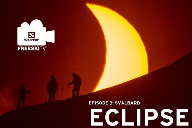 Filmer et photographier un groupe de skieurs devant une éclipse solaire... tel est l'idée folle de cet épisode FreeskiTV
