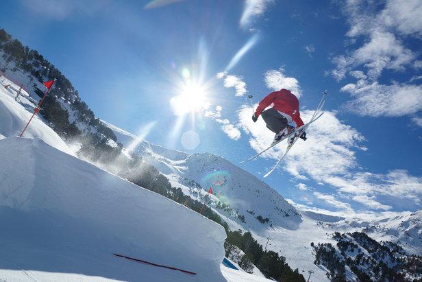Session freestyle sur les modules du snowpark de Vallnord en Andorre