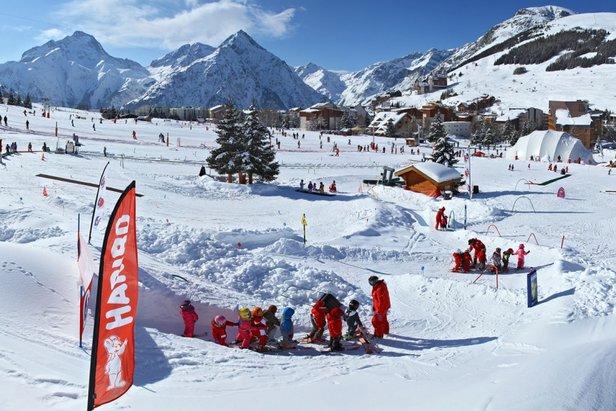 Compliquées les vacances en famille ? Que nenni ! A l'image des 2 Alpes, les stations de ski se plient en 4 pour faciliter l'accueil des familles