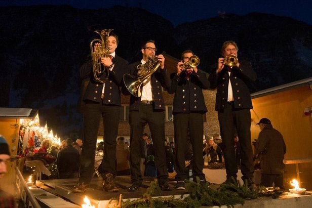 Live music at the Christmas market in Lech  - © Maria Muxel