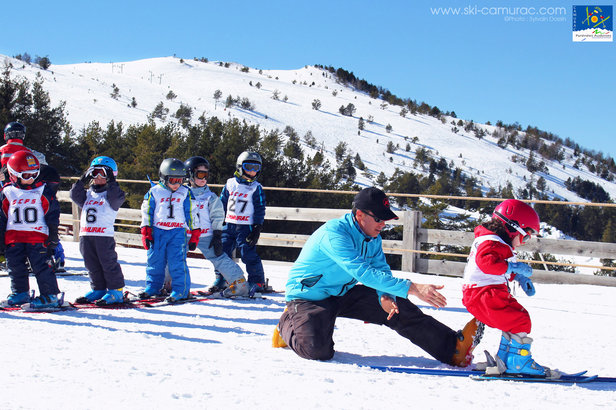 Le printemps, la saison idéale pour débuter en ski- ©Sylvain Dossin / Station de ski de CAMURAC
