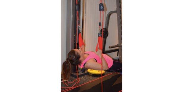 Øvelse 4: Ryggliggende opptrekk  - © treningsrom.no